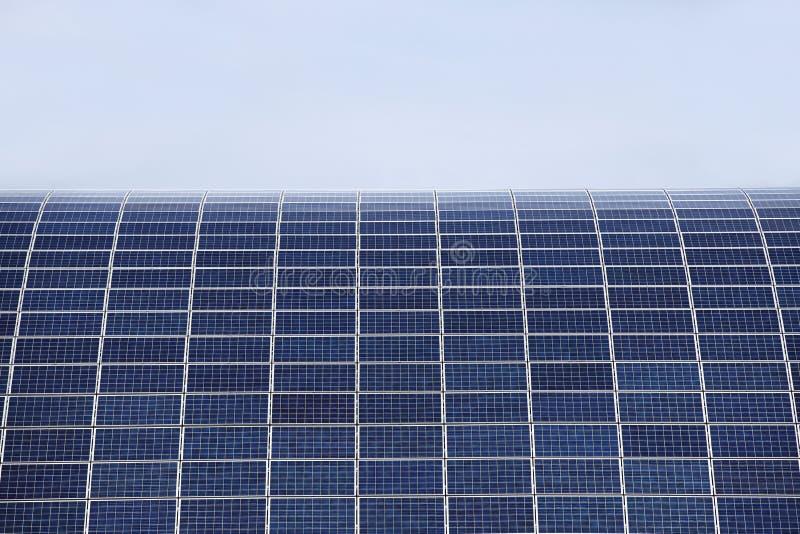 电能的生产的太阳电池板从太阳能的 不伤环境的能源 硅元件 库存图片