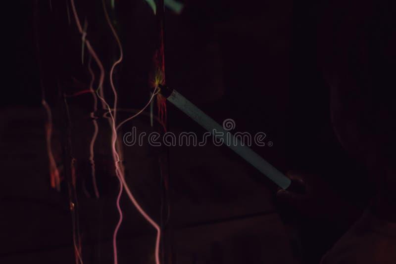 电能等离子球形的特写镜头 发光的electrostat 免版税库存照片