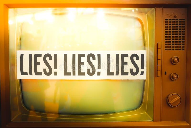 电视宣传主流媒介假情报老电视标签葡萄酒谎言  免版税库存图片