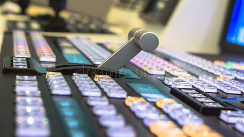 电视广播录影调转工有模糊的背景 免版税库存图片