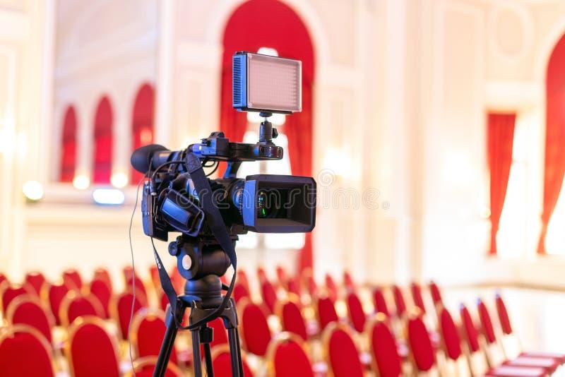 电视摄象机在事件屋子里 库存照片