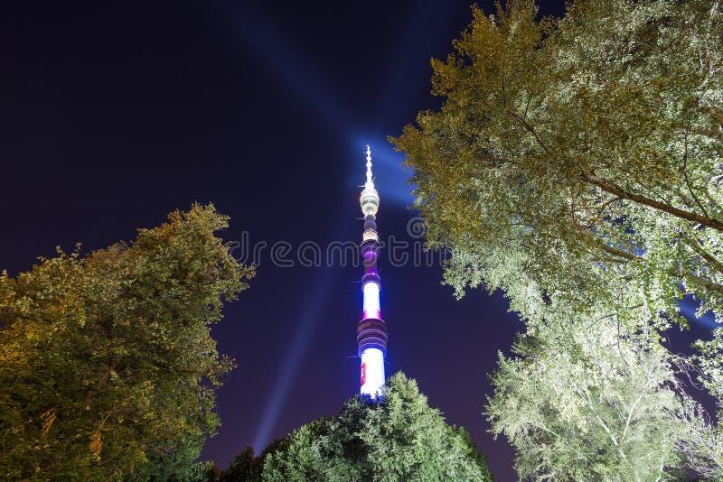 电视& x28; Ostankino& x29;塔在晚上,莫斯科,俄罗斯 免版税库存图片