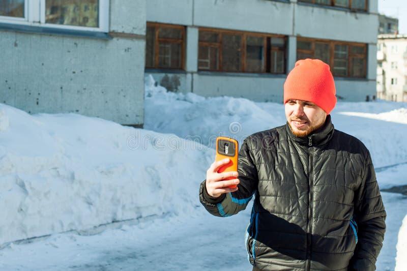 电话人 人在手机谈话 库存图片