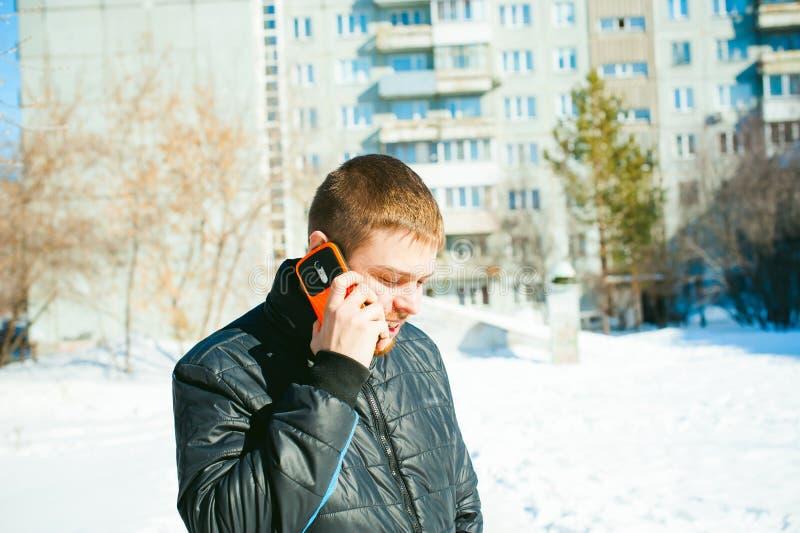电话人 人在手机谈话 图库摄影