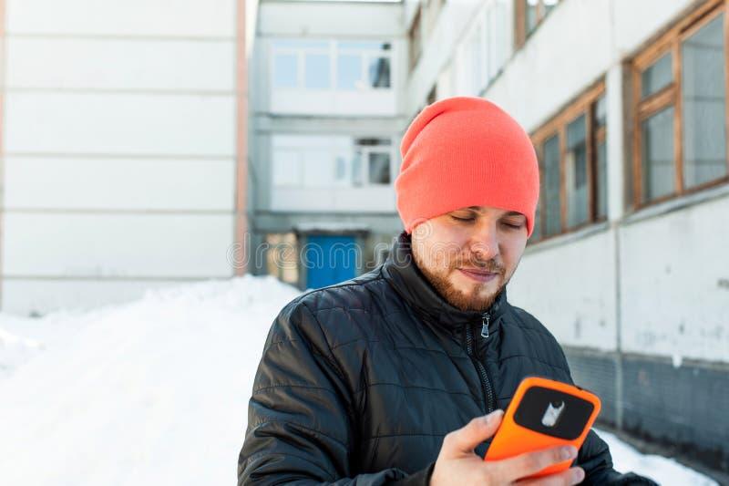 电话人 人在手机谈话 免版税图库摄影