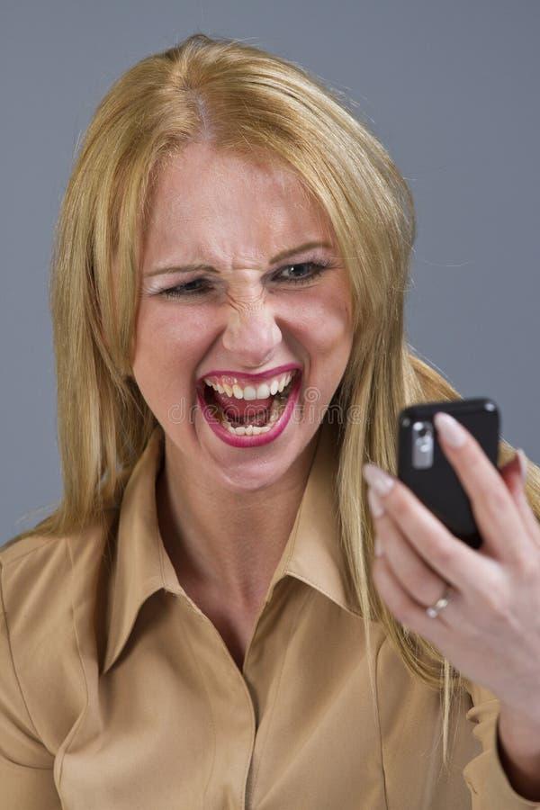 电话叫喊的妇女 库存图片