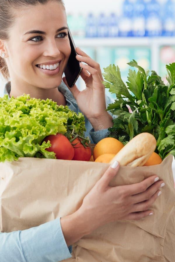 电话叫在超级市场 免版税图库摄影