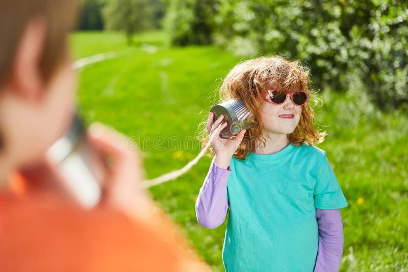 电话的女孩有罐头电话的 图库摄影