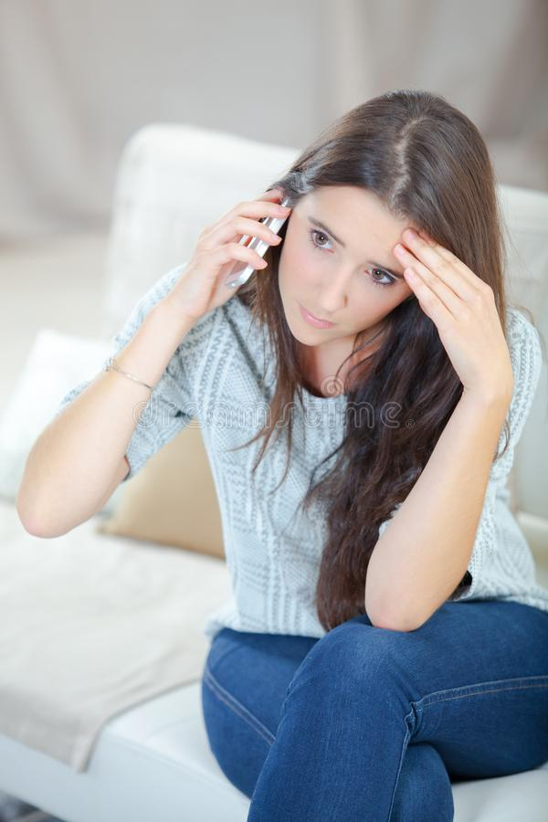 电话的女孩 免版税库存照片