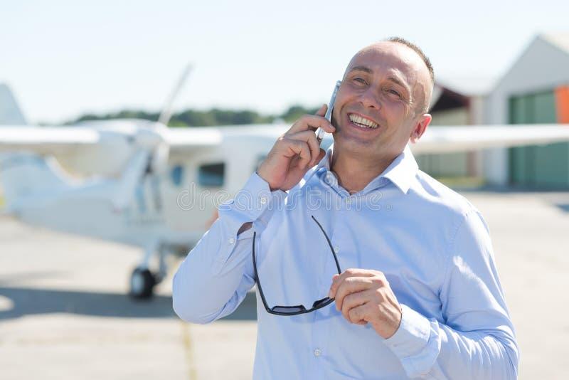 电话的确信的飞行员 库存照片