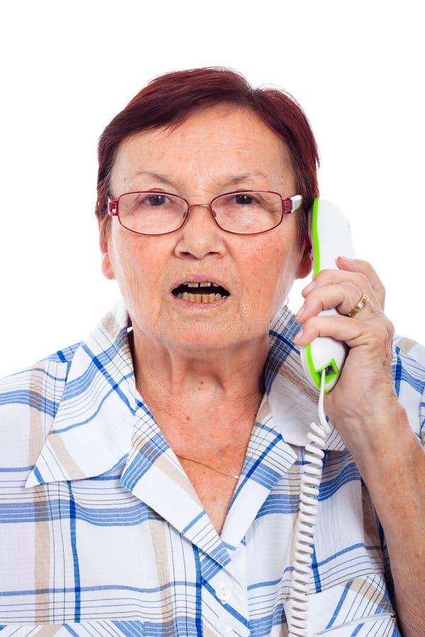 电话的震惊高级妇女 免版税库存图片
