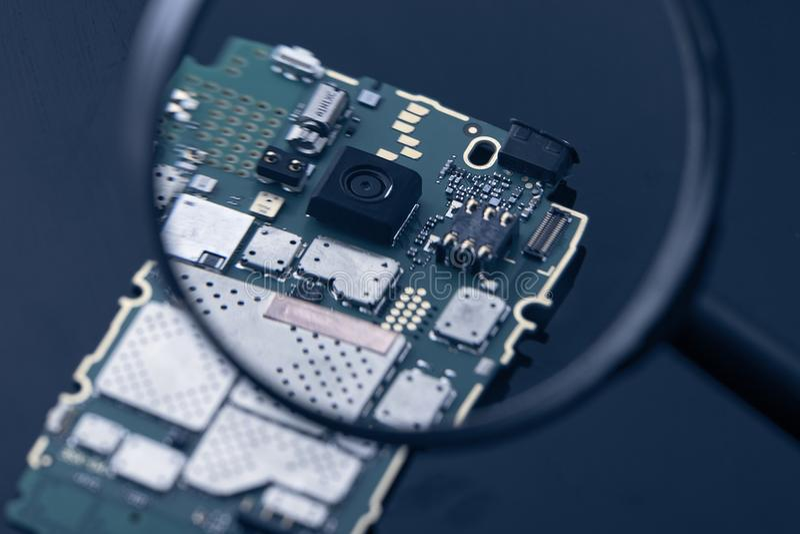 电话芯片微小修理 免版税库存照片