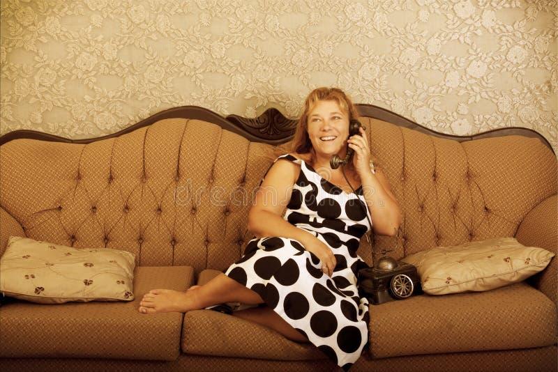 电话葡萄酒妇女 免版税库存照片