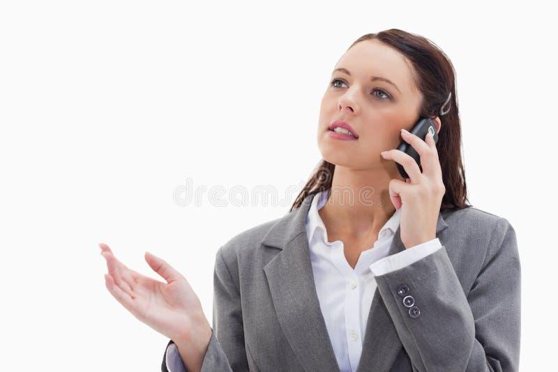 电话解释的一名女实业家 图库摄影