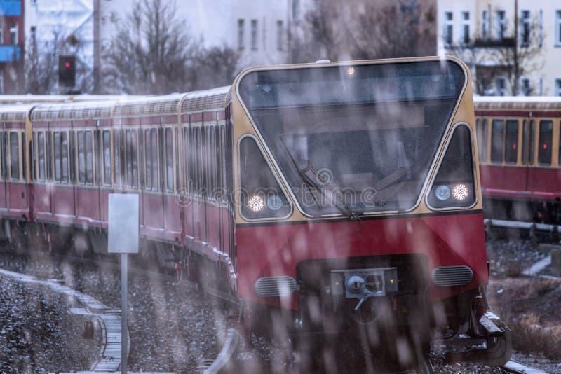 电车乘客铁路在雨中 库存照片