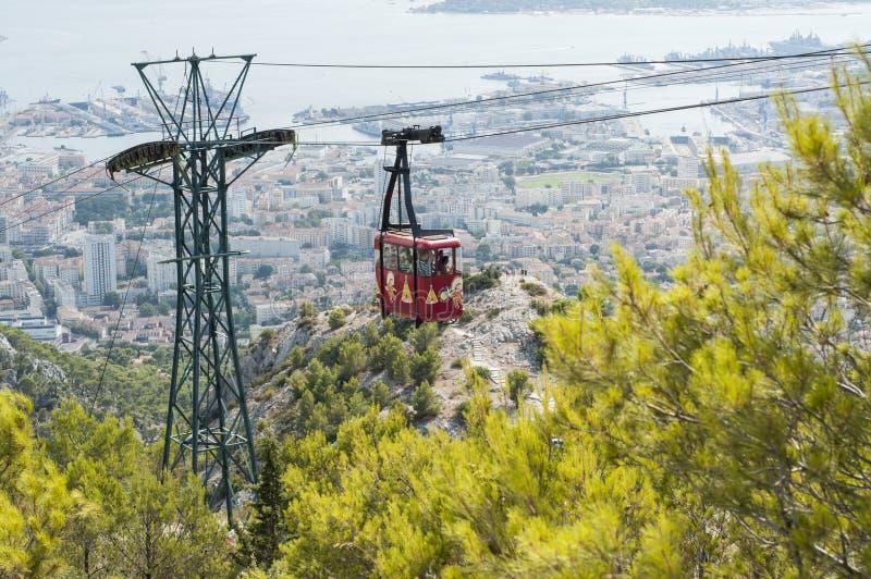 电车在土伦,法国,采取旅游对Mont-Faron小山 免版税库存照片
