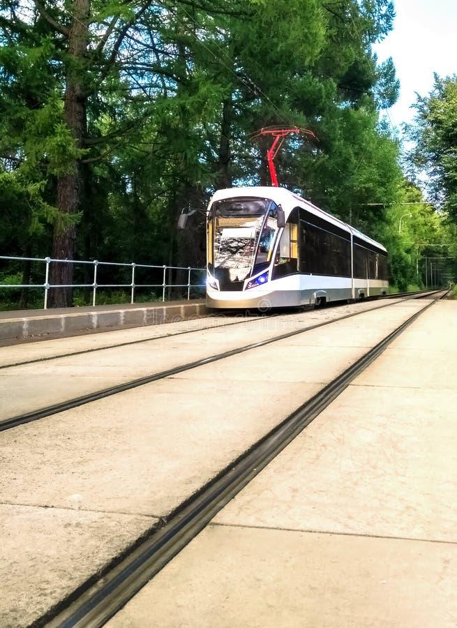 电车或火车在铁路 库存图片