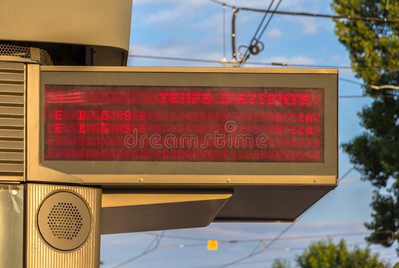 电车的等待时间被阐明的指示器板  库存图片