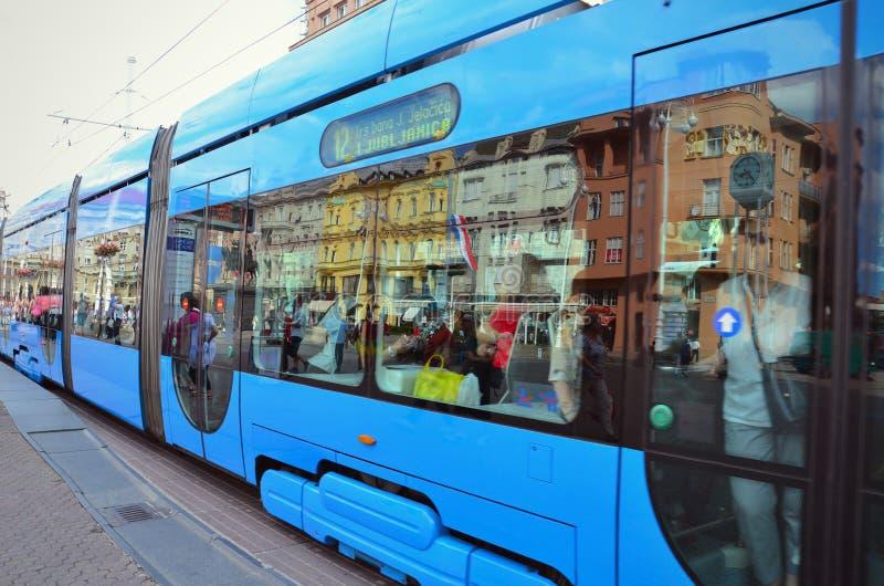 电车轨道在萨格勒布主要市场上 免版税图库摄影