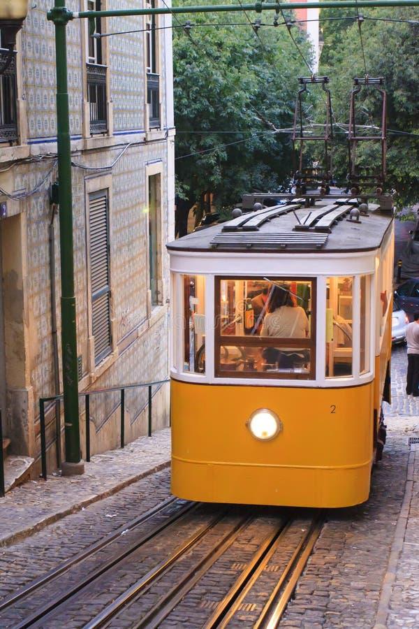 电车轨道在里斯本 库存图片