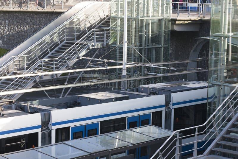 电车轨道在Rietlandpark的第26中止,阿姆斯特丹荷兰 免版税库存图片