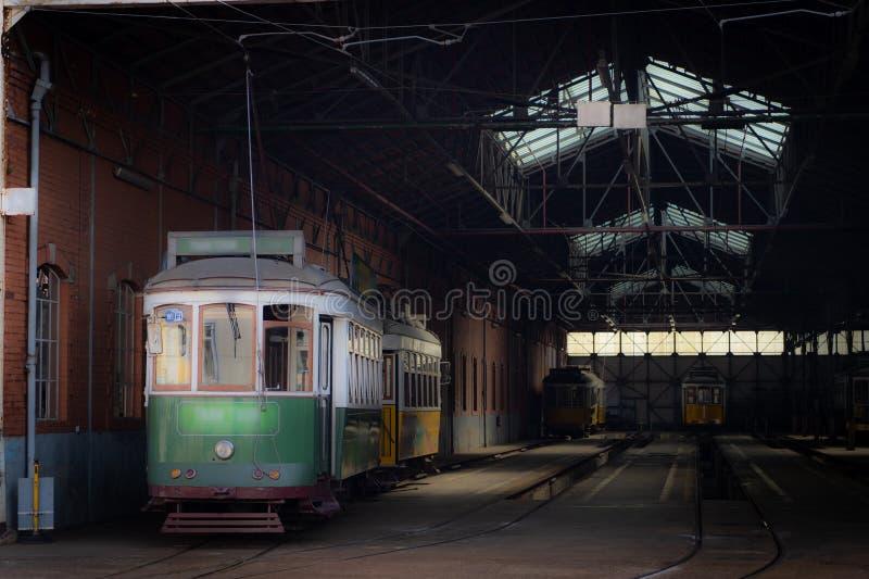 电车集中处和公交公司的维修车间在里斯本 免版税库存图片