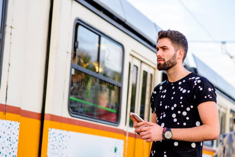 电车驻地的年轻行家人 图库摄影