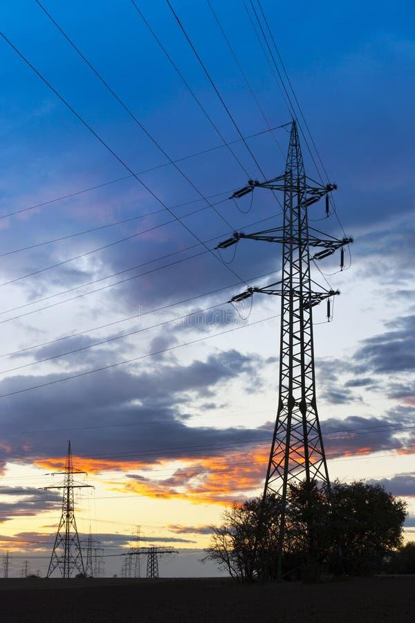 电-力量能源业-在太阳的电杆 免版税图库摄影