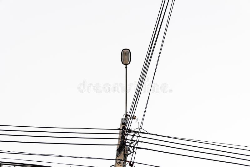 电pos,与街灯的缆绳线 免版税图库摄影