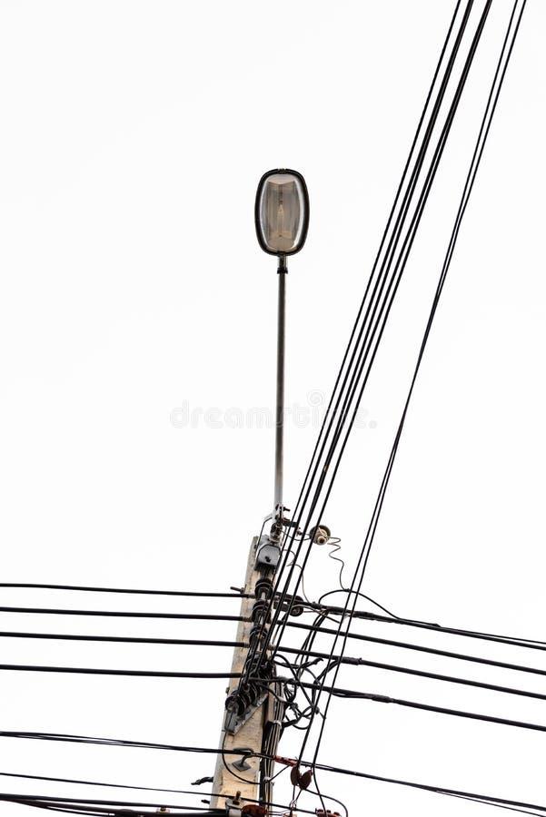 电pos,与街灯的缆绳线 库存图片