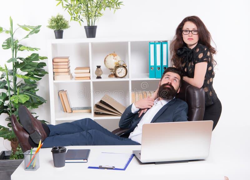 男人和可爱的妇女 上司经理主任和ceo位置 商人秘书 工作和事业 ?? 库存图片