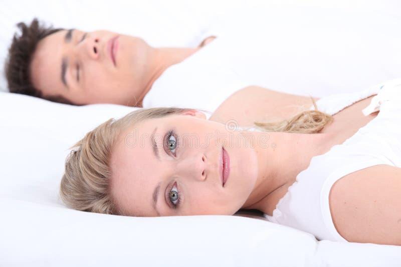 男人和妇女在床上 库存图片