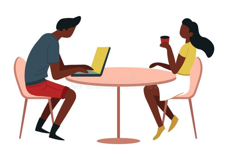 男人和妇女在桌上用咖啡和膝上型计算机咖啡馆或者军用餐具 库存例证