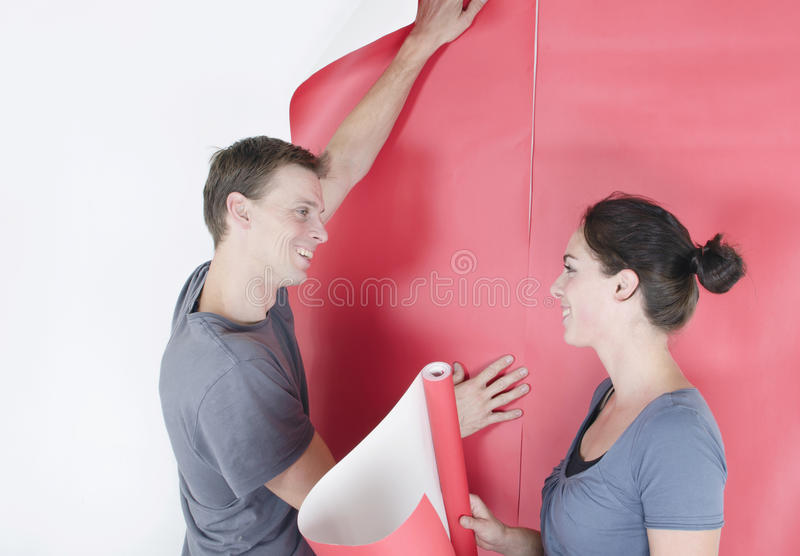 男人和妇女垂悬的墙纸 免版税库存照片