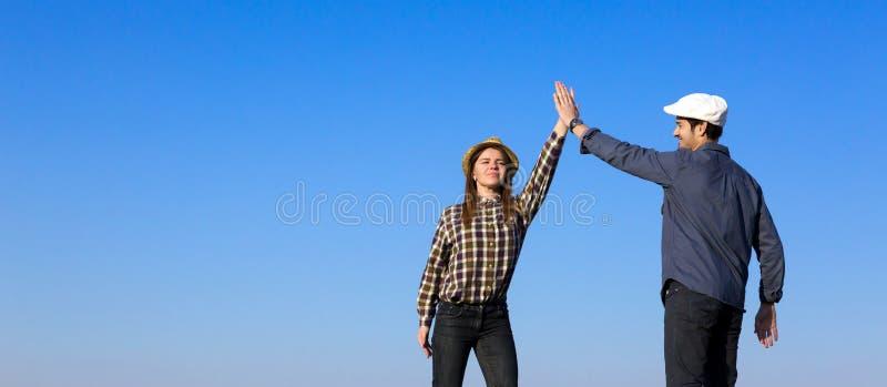 男人和妇女拍手递自己 图库摄影