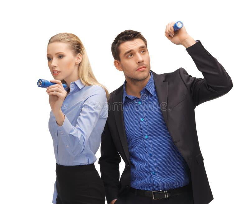 男人和妇女有手电的 免版税库存照片