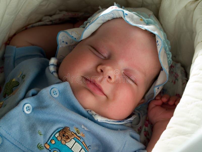 男婴休眠微笑 图库摄影
