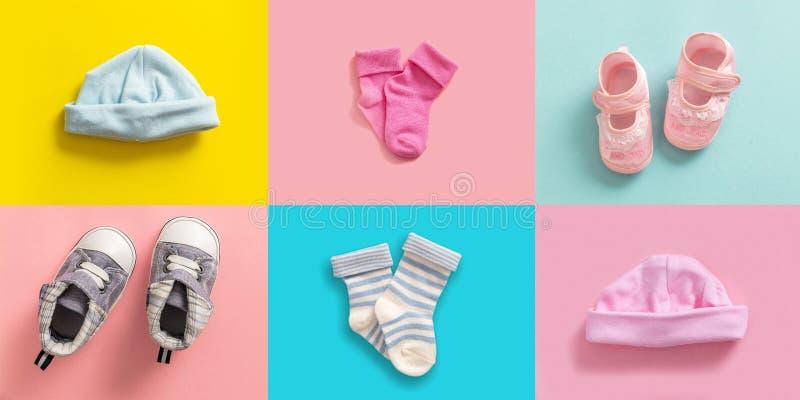 男婴和女孩鞋子和袜子拼贴画,柔和的淡色彩上色了背景 免版税库存照片