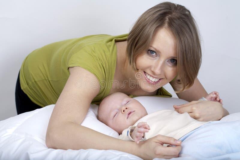 男婴小妈妈 库存图片