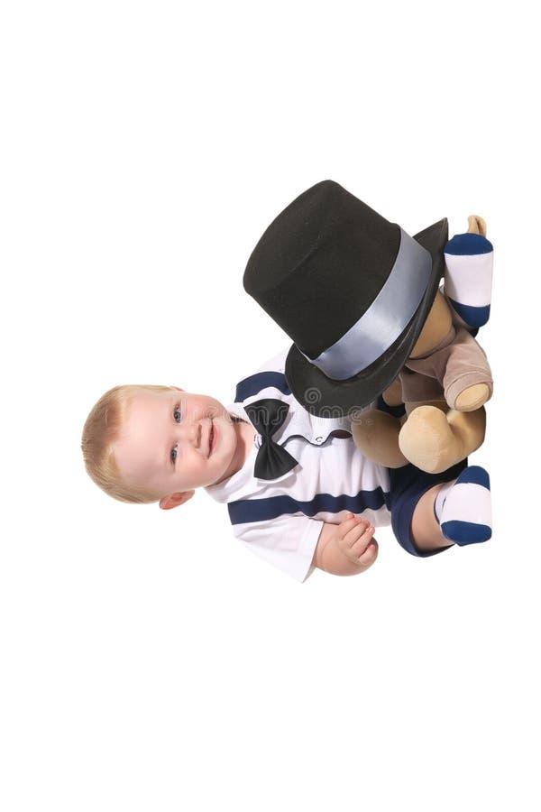 男婴磁道隐藏的魔术师软的玩具下 库存图片