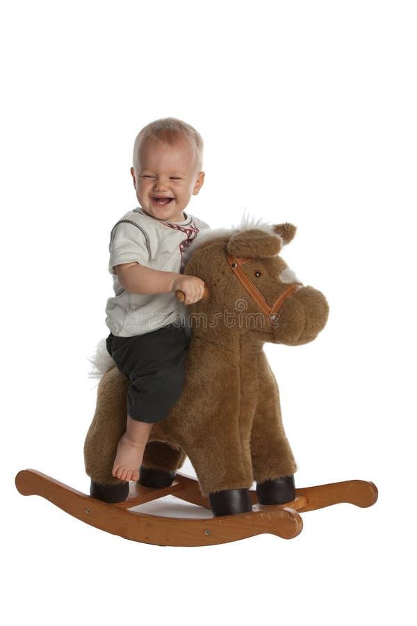 男婴逗人喜爱的马笑的晃动 图库摄影