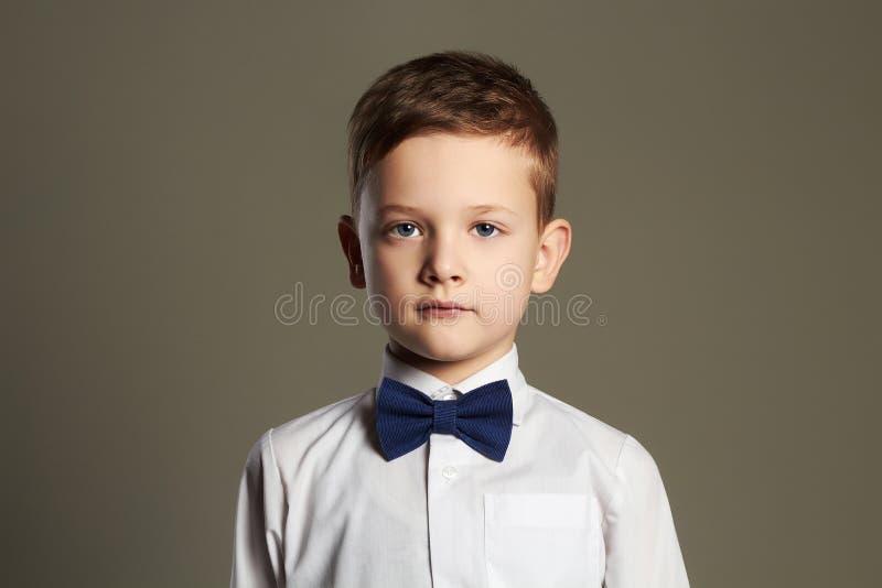 男孩一点 领带的孩子 方式孩子 免版税库存照片