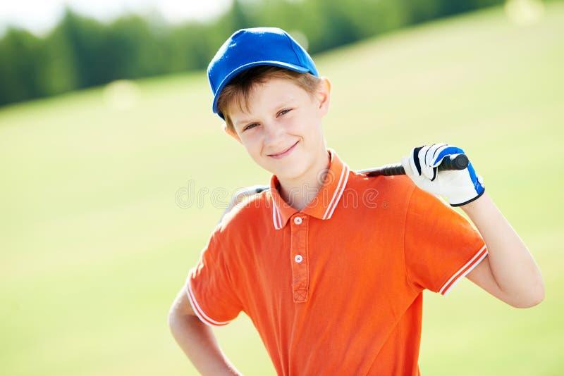男孩与俱乐部的高尔夫球运动员画象 免版税图库摄影