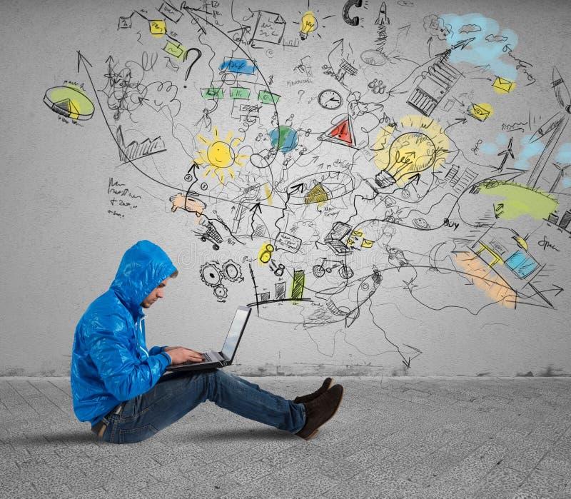 男孩与膝上型计算机一起使用 库存照片