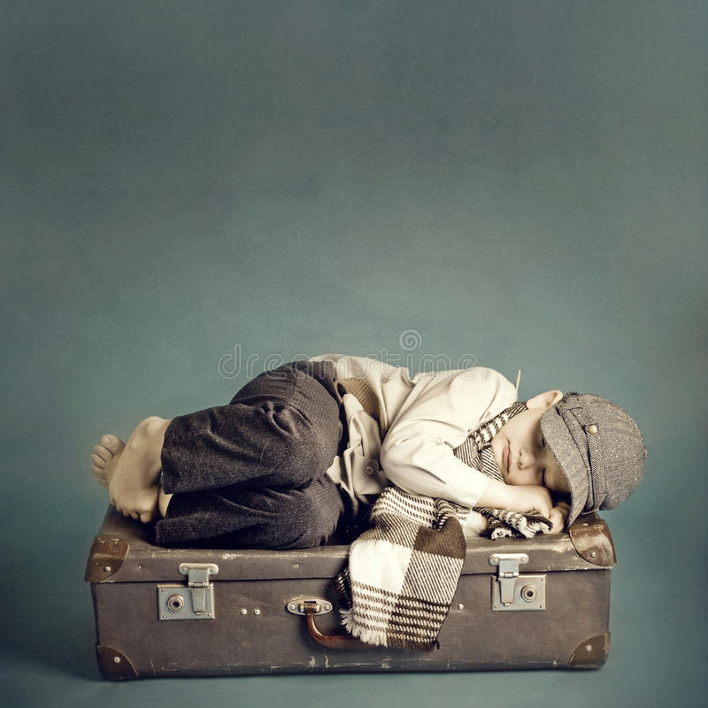 男孩休眠手提箱 库存图片