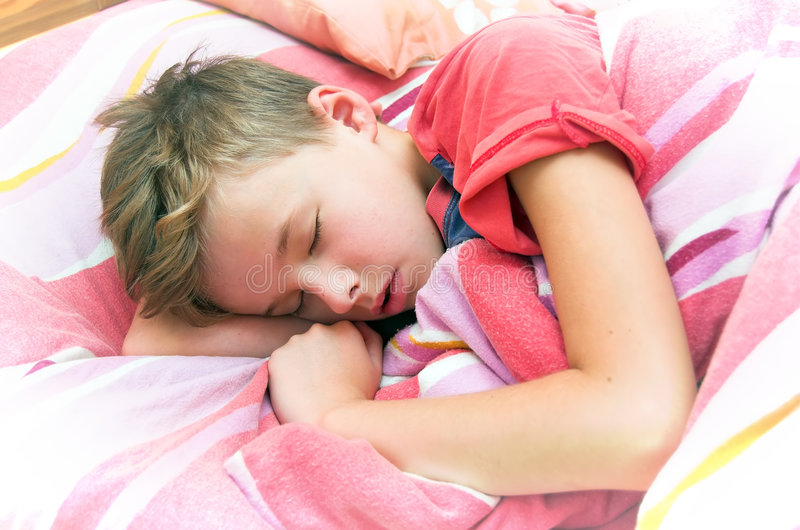 男孩休眠 免版税库存图片