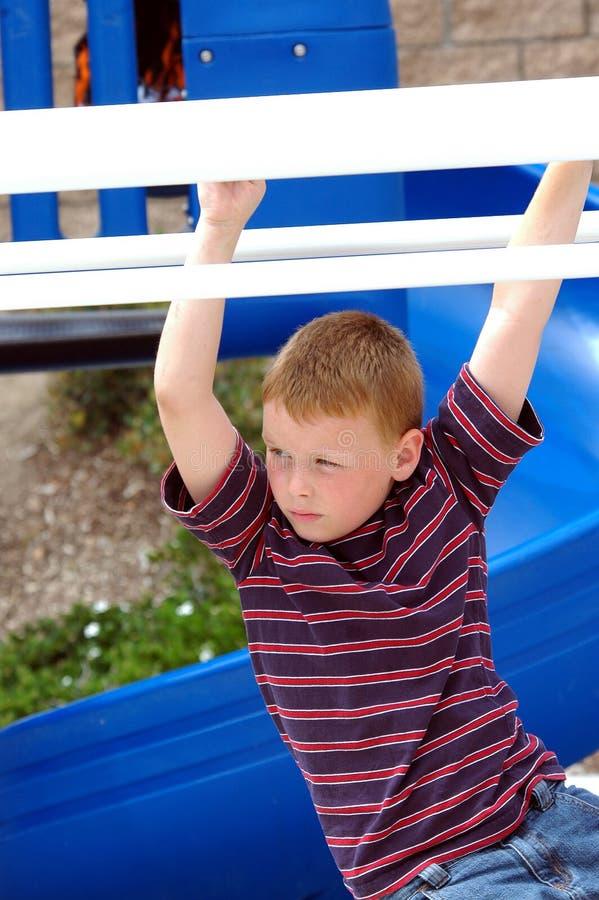 男孩儿童公园 免版税库存照片