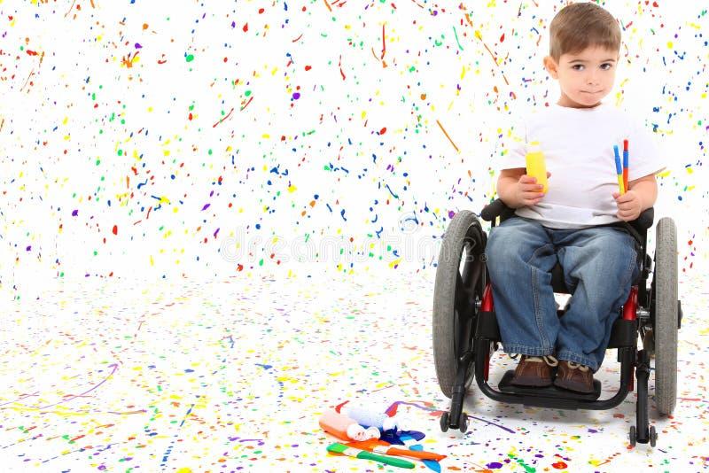 男孩儿童绘画轮椅 库存照片