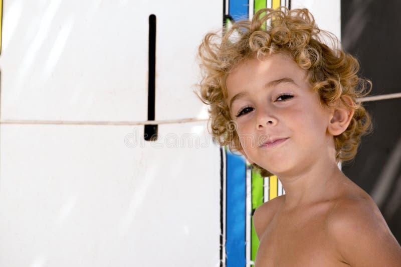 年轻男孩冲浪者画象  库存照片