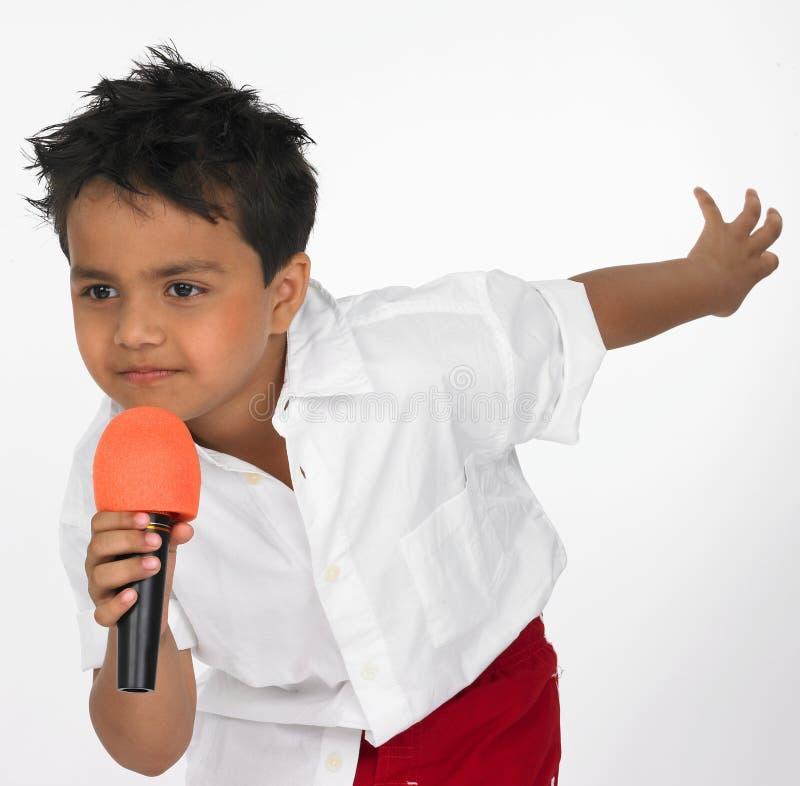 男孩印第安唱歌歌曲 免版税库存照片